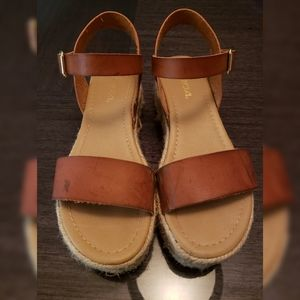 Soda low platform sandals